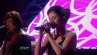 Selena Gomez - A Year Without Rain (Live @ Ellen 2010)