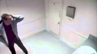 اقوا كاميرا خفيه فى حمام الرجال تموت من الضحك