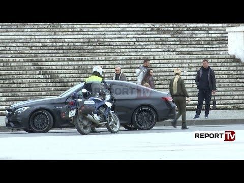 Report TV - Xhiroi gomat, policia bllokon makinën luksoze te Sheshi Skëndërbej