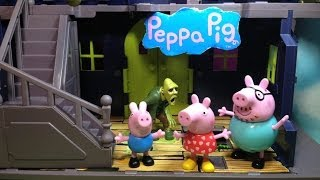Funny PIG Nickelodeon  Spooky Haunted Mansion Toys Video Parody