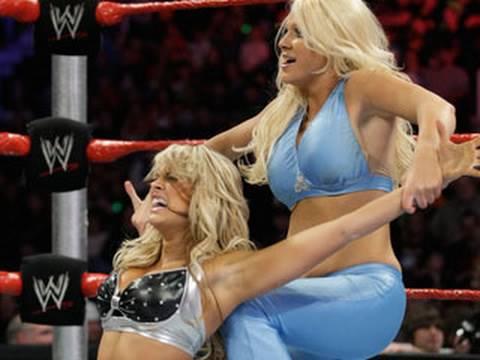WWE Superstars Kelly Kelly vs. Jillian
