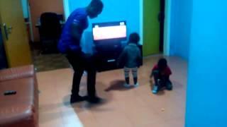 Okyeame Kwame dancing with his Kids