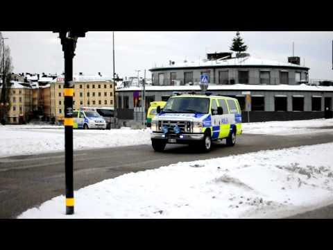 Polis och ambulans på väg till arbetsplatsolycka