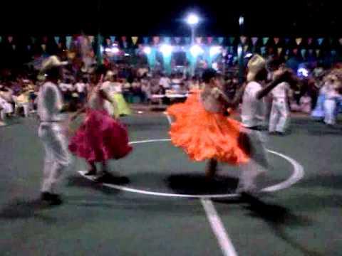 La nueva Banda Raza Cobatlac acompaña el Club de Danza.3gp