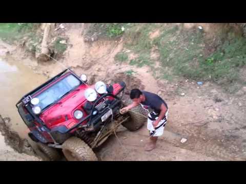 fj 40 y jeep tj saliendo de playa paraiso 2013