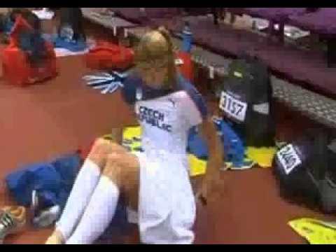 Olimpiadi 2012 a luci rosse 1 via gli slip prima del salto