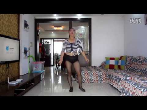 asian mature put in black pantyhose and dance
