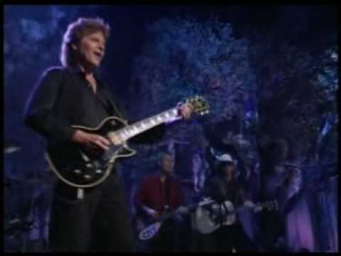 John fogerty - Bad Moon Rising  live!