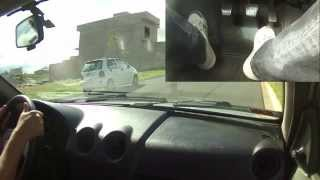 Como sair com carro em morro (aclive) sem deixar o carro morrer ou voltar na subida.