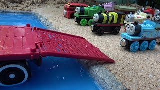 THOMAS THE TRAIN Truck carrying thomas and friends on water with Tayo the Little Bus Garage toy play