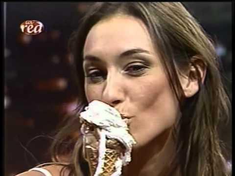 Así Somos Andrea Dellacasa tomando helado