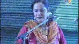 40b    Bahaar Aayee live by Tina sani