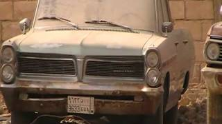 سيارات كلاسيكية مركونة على طريق الملك عبدالعزيز بمدينة الرياض