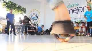Bboy chumelo Vs Bboy Joshua//Final de power moves//San Juan Opico2014 El Salvador