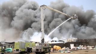 حريق هائل يلتهم مستودعات للملابس في جنوب جدة