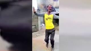 لما تبقي ماشي في الشارع وتشوف راجل عجوز بيرقص علي عبد السلام ومبسوط ممكن ترقص معاه
