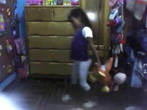 niña bailando perreo fatima