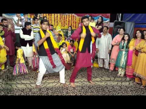 Best Mehndi Dance Umair And Rafay 2016