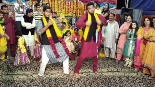 Best Mehndi Dance Umair And Rafay 2016