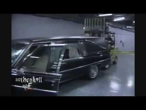 ستيف اوستن يدمر سياره اندر تيكر وكين