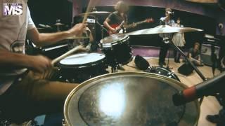 MON STUDIO live cover sessions #6 - ARCTIC MONKEYS (Brianstorm)