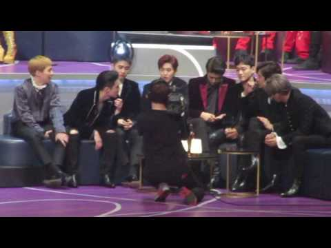161202 EXO REACTION to Best Asian Style Award at Mnet MAMA 2016