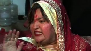 Dolly Bindra Fights with Media