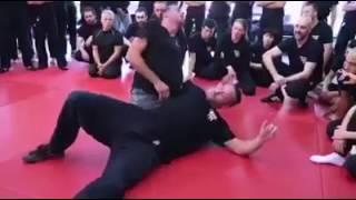 اقوى مدرب دفاع عن النفس في العالم