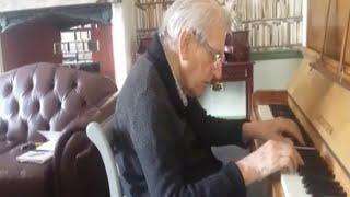 94-Year-Old WWII Veteran with Dementia Plays Wife's Favorite Song On Piano