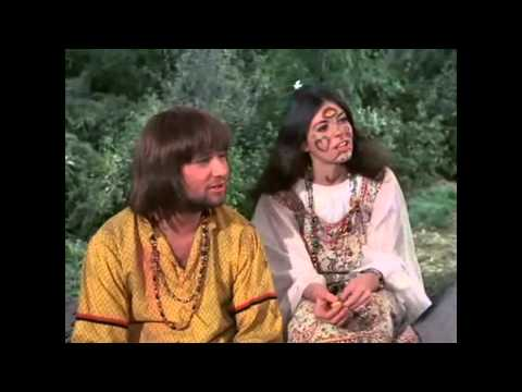 Gomer Sings With Hippys