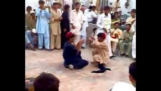 Main Nagin Tu Sapera (pushto male funny dance)