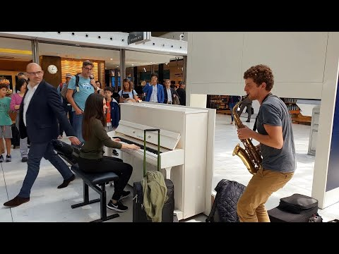 This is amazing A spontaneous piano sax performance with Ladyva at Charles de Gaulle airport