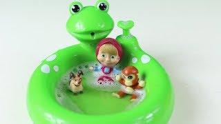 Maşa Kirlenmiş Küçük Sevimli Oyuncaklarını Oyuncak Havuzda Yıkıyor Maşa İzle