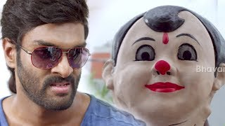 Puneet Issar Finds Sunil As Thief - Thrilling Action Scene - 2017 Telugu Movie Scenes
