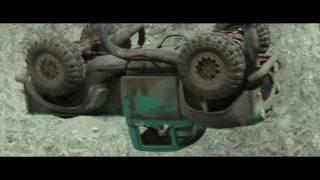 MONSTER TRUCKS - TRAILER E DOBLADO