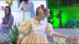 A Praça É Nossa - Nina ensina Carlos Alberto a dançar Gangnam Style