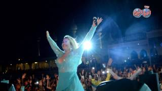 """أخبار اليوم  كاتيا افيرو تأخذ سيلفي مع جمهورها في شرم الشيخ وتغني """"حافية"""""""