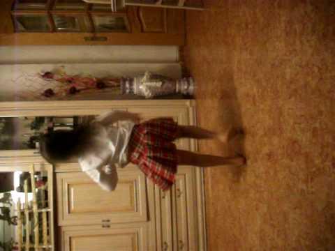 niña bailando las divinas