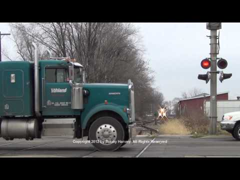 Santa Train vs. idiots ignoring crossing signal Canton IL 12 8 12