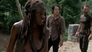 The Walking Dead 5x10 zombi saldırısı