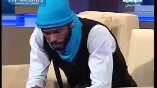شاب تونسي طلبوا منه اغنية انظروا بماذا تغني؟  كانت مفجأه للمذيع ولكل الحاضرين  لن تتخيل