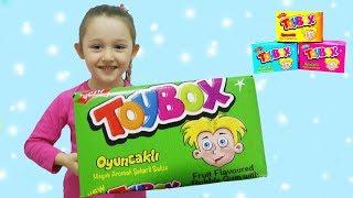 ÖYKÜNÜN TOYBOXLARI KAYBOLDU - Learn Colors With, Finger Family Song ( Barbie Doll Renk Öğreniyor )