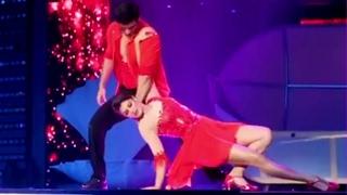 Jacqueline Fernandez live hot Dance for Filmfare 2017