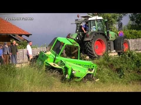 Unfall mit 7 Tonnen Baumaschine schwierige Bergung Merlo P 30.7 EVS Telescopic 11.6.2012FullHD