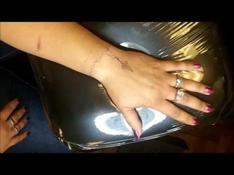 Tatuaje de un Rosario en la muñeca y mano