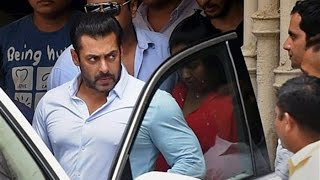 Salman Khan's Gets Angry On A Reporter About SRK Intolerance Controversy