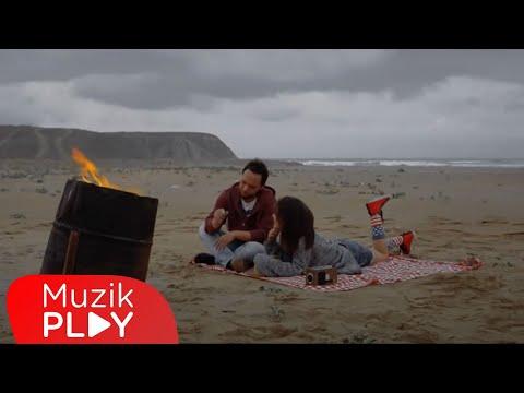 Özgün Dur Gitme Official Video