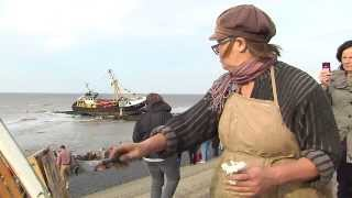 Plein-air painters painting stranded fishermansboat