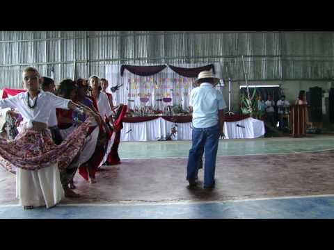 Baile Calypso por los estudiantes de la Escuela Líder Saturnino Cedeño Cedeño de Puerto Jiménez