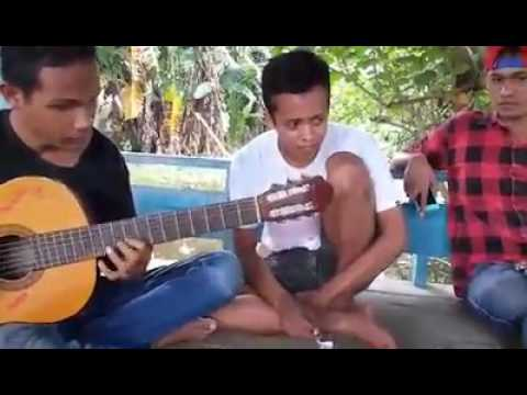 Tuna Netra asal Dompu jago bermain gitar